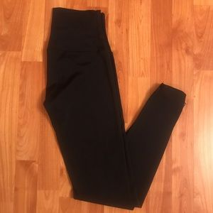 Onzie black leggings